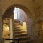 中二階には、上がったり下がったりの階段が多い