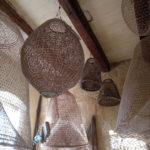 大小様々な漁業用のカゴ