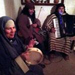 鍛冶屋の家の中。皆、楽しそうに演奏していた♪