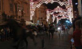 聖ジョージ祭りに因んだ路上競馬