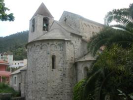 ロマネスクの可愛い教会
